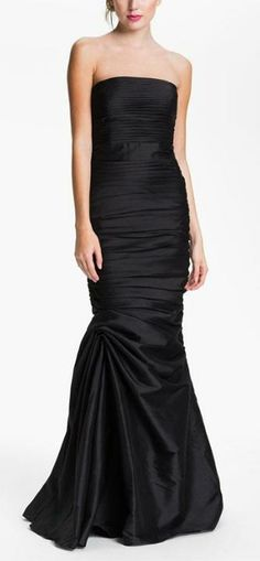 Formal black gown by Monique Lhuillier Traje Black Tie, Monique Lhuillier Bridesmaids, Glamour, Gowns Of Elegance, Mode Style, Beautiful Gowns, Pretty Dresses, Evening Dresses, Long Dresses