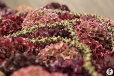 For this casket cover, Pim van den Akker used different colours of classic Hydrangeas from old pink to dark and burgundy red. Funeral Arrangements, Flower Arrangements, Hydrangea Flower, Hydrangeas, Grey Wall Decor, Floral Foam, Casket, Natural Looks, Flower Making