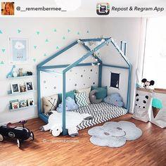 Tapiz NIMBUS GRIS - Nattiot Wundervolles Kinderzimmerträumchen bei @__remembermee__ . Wolkenteppich, Mondkissen und Poster rechts gibt es bei uns, ach ja und auch den schwarzen Baghera-Rutscher. #itkids #itkidsofficial #kinderzimmer #kidsroom #boysroom #hausbett #wolke #wolkenteppich #kinderteppich #inspiration #instakids #schönerwohnen #living #modernliving #nattiot #roommate #baghera