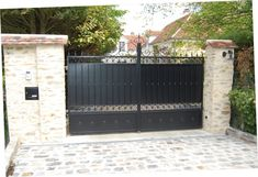 Discover recipes, home ideas, style inspiration and other ideas to try. Iron Gate Design, House Gate Design, Metal Design, Driveway Gate, Door Gate, Entrance Gates, Backyard Fences, Iron Gates, Garage Doors