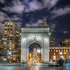 Christmas Tree framed by the marble triumphal arch at Washington...#newyork #newyorkcity #nyc #manhattan #brooklyn #photography