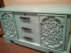 Refinishing furniture using SPRAY PAINT and GLAZE. Super easy! littleyellowbarn-blogspot-com