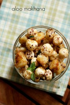 Aloo makhana recipe with step by step photos. This is an easy snack made with potatoes and foxnuts. Kitchen Recipes, Gourmet Recipes, Snack Recipes, Cooking Recipes, Fast Recipes, Yummy Healthy Snacks, Easy Snacks, Yummy Food, Navratri Recipes