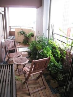 Make the balcony of the apartment a nice space. Make the balcony of the apartment a nice space. Condo Balcony, Balcony Deck, Terrace Garden, Garden Beds, Home And Garden, Balcony Gardening, Outdoor Rooms, Outdoor Living, Outdoor Furniture Sets