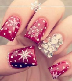 Holiday Nail Art I heart Christmas Minus the jewels! Love the snowflakes!
