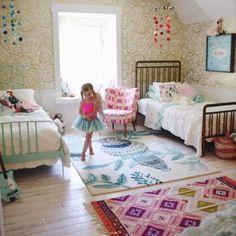 1 quarto, 2 crianças: um menino e uma menina.  Veja inspirações de decoração para quarto de crianças que dividem o mesmo ambiente, mas cada um com seu espacinho 😍.