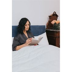 Citește o carte ! Good Sleep, Showroom, Books To Read, Cart, Polaroid Film, Blog, Instagram, Covered Wagon, Blogging