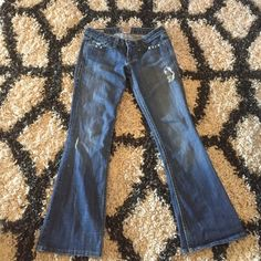 ✨REDUCED! ✨William Rast Belle Flare size 25 ✨ REDUCED!! ✨William Rast Belle Flare size 25 jeans. Length hemmed, but still too long for me at 5ft tall. I have worn them several times with high heels. Will take offers. William Rast Jeans Flare & Wide Leg