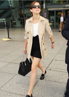 Emma Watson's style: elegant, classic, and polished outfits #CelebrityStyleInspiration
