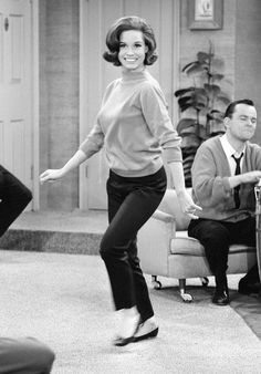 Mary Tyler Moore's All-Time Greatest Style Moments Mary Taylor Moore, Mary Tyler Moore Show, Classic Tv, Timeless Classic, Hollywood Actresses, Actors & Actresses, Laura Petrie, All In The Family, She Is Clothed