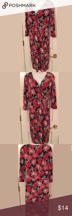 """TALBOTS V NECK 3/4 SLEEVE DRESS SZ 8 knee length Talbot's wear to work size 8 dress with v neck and 3/4 sleeves. Excellent condition. Please see all pictures for details. Armpit to armpit: 17 1/2"""" Length: 41"""" Talbots Dresses Midi"""