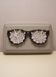 Nerd glasses string art. Handmade optometrist wall by Stringlandia