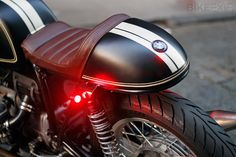 BMW custom cafe racer leather seat and cowl Bmw Cafe Racer, Cafe Racer Helmet, Moto Cafe, Cafe Bike, Cafe Racer Build, Cafe Racer Motorcycle, Bike Bmw, Motorcycle Paint, Women Motorcycle