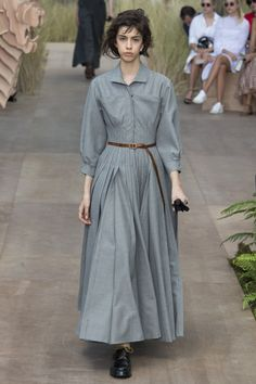 The complete Christian Dior Fall 2017 Couture fashion show now on Vogue Runway. Dior Haute Couture, Couture Mode, Style Couture, Couture Fashion, Fashion Week, Fashion 2017, High Fashion, Fashion Outfits, Womens Fashion