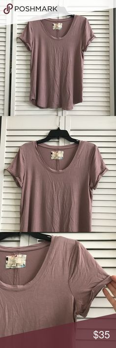 🆕Re-posh mauve tee, EUC. Re-posh short sleeve mauve tee. V-neck, rolled sleeves. Size medium. Soft. Lightly used but in excellent condition. 95% viscose, 5% spandex. Smoke free home. Tops Tees - Short Sleeve