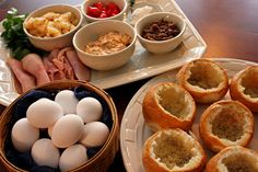 Perfecting the Pairing: Customizable Bread Bowl Breakfast - for Christmas brunch get together! Christmas Breakfast, Breakfast For Dinner, Breakfast Bowls, Breakfast Time, Breakfast Recipes, Breakfast Buffet, Christmas Brunch, Pan Relleno, Huevos Fritos
