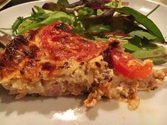 Quiche sans pâte au thon, oignons et tomates