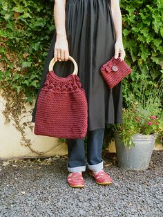 Free pattern bag and purse... And some other free lovely patterns on this Blog..
