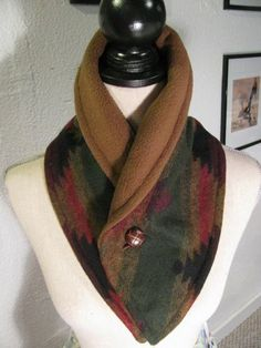 Very pretty neck warmer! It's winter again, and it looks like it's going to be a cold one! Here's a simple neck warmer you can make in a jiffy to snuggle around your neck to beat the cold this season! Sewing Projects For Beginners, Sewing Tutorials, Sewing Hacks, Sewing Crafts, Sewing Patterns, Sewing Tips, Sewing Scarves, Sewing Clothes, Diy Clothes