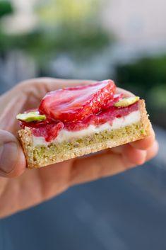Tart Recipes, Sweet Recipes, Baking Recipes, Easy Desserts, Dessert Recipes, Eat Dessert First, Fancy Cakes, Food Cakes, Gourmet