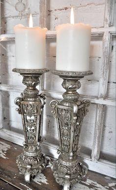 Vintage Silver Candlesticks - via Inspiration I vitt Chandelier Bougie, Chandeliers, Candle Lanterns, Pillar Candles, White Candles, Glamour Décor, Vintage Silver, Antique Silver, Decoration Entree