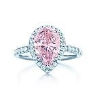 Tiffany & Co. | Item | Anello con diamante rosa a goccia, su platino, e diamanti bianchi. | Italia