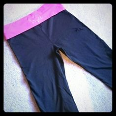 Victoria 's Secret yoga pants *DAMAGED* DAMAGE ON THESE! The story is I was playing tennis in these and got too lazy to go around to get the ball so I tried hopping the fence. The leg got snagged on one of the metal links. Literally only got to wear them once. I'm putting these on here in case any of you crafter ladies want to mend them/patch them or make them into shorts. I'm a disaster with a needle so I'm not even going to try lol. Everything else is in perfect condition. Victoria's…