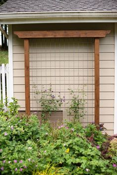 DIY Garden Trellis out of pressure treated wood and cattle fencing More