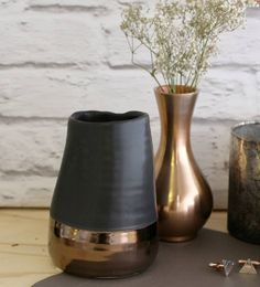 A lovely copper vase.This gorgeous curve vase has a lovely metallic copper finish. Great for decoration and/or displaying your favourite flowers. This vase will work well for a table centre piece, on the mantle piece, coffee table or window sill. The copper finish will suit a range of interiors making it a really lovely addition to your home. A lovely Mothers Day GiftAluminum with copper finishH 13.5cm, Diameter 7cm