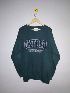 About Oxford University Sweatshirt This sweatshirt is Made To Order, we print the sweatshirt one by one so we can control the quality. Sweatshirt Outfit, Earl Sweatshirt, Vintage Crewneck Sweatshirt, Crew Neck Sweatshirt, College Shirts, College Outfits, School Outfits, College Apparel, College Fashion