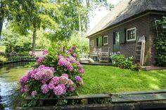 A real life SMURF village! Giethoorn, Netherlands