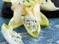 Endives apéro - Allison Pin World Holiday Party Appetizers, Vegetarian Recipes, Healthy Recipes, Vegan News, Dinner Is Served, Appetisers, Light Recipes, Easy Cooking, Easy Dinner Recipes