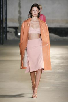 21 Spring 2019 Ready-to-Wear Collection - Vogue Milan Fashion Week Vogue Fashion, Look Fashion, Runway Fashion, Fashion Models, Spring Fashion, Fashion Trends, Milan Fashion, 50 Fashion, Cheap Fashion