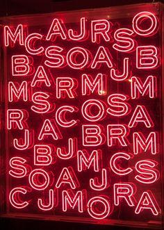 神奇的是,一看就知道是 Marc Jacobs