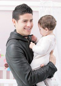 James Rodriguez and Salomé Soccer Guys, Good Soccer Players, Soccer Stars, Ronaldo Bale, James Rodriguez Colombia, James 10, Equipe Real Madrid, Hot Dads, The Golden Boy