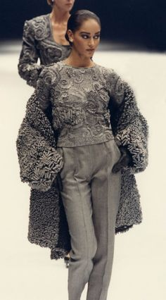 Fondazione Gianfranco Ferré / Collections / Woman / Prêt-à-Porter / 1990 / Fall / Winter