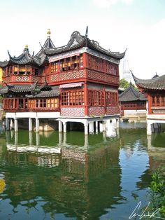 Chine - Au cœur de la ville moderne de Shanghai, à l'ouest de la Renmin Lu, se trouve la vieille ville