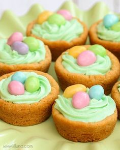 SUPER cute and easy Easter Basket Cookie Cups. A peanut butter cookie wit buttercream frosting and M&Ms!!