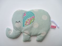 Warmth Pillow Elephant Grain Pillow Pillow of Dancing from ❄ PatteMouille ❄ on DaW … - Kids Fashion Knitting For Kids, Sewing For Kids, Baby Sewing, Diy For Kids, Quilt Baby, Sewing Stuffed Animals, Patchwork Baby, Toy Craft, Felt Christmas