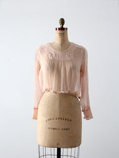 An antique silk blouse circa Delicate and finely detailed, the sheer pink top features fine floral embroidery across the neckline. Welted seams create a delicate patchwork pattern across the blo Edwardian Dress, Edwardian Fashion, Vintage Fashion, Edwardian Clothing, Edwardian Style, Gothic Fashion, Vintage Outfits, Vintage Dresses, Blouse Vintage