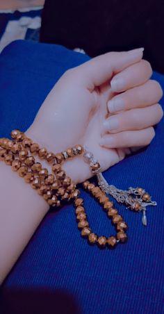Girl Hand Pic, Girls Hand, Beautiful Pictures, Hands, Chain, Jewelry, Fashion, Moda, Jewlery