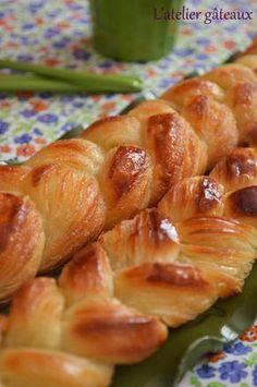 J'ai une petite confidence à vous faire, je désespère de réussir mes petits pains Oui oui les vrais petits pains à la pâte feuillées levés, le trempage c'est bon, le beurre et les tours c'est ok, le soucis c'est au moment ou il faut étaler la pâte; je...
