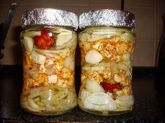 Nakladaný hermelín - Recept pre každého kuchára, množstvo receptov pre pečenie a varenie. Recepty pre chutný život. Slovenské jedlá a medzinárodná kuchyňa