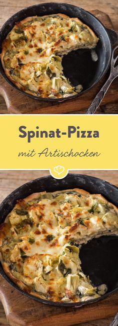 Diese Pizza verwöhnt mit saftigem Belag und Spinat-Frischkäse-Sauce - die Grundlage, um mit leckeren Artischockenherzen bestückt zu werden.