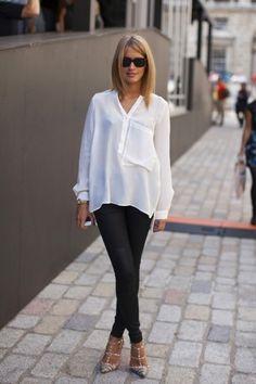 Produção é básica e perfeita. Camisa branca com calça preta. O toque veio com sapato (Valentino), não tem como errar!