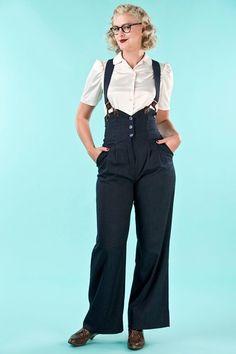7a3e9750db39 High waisted navy pants with braces by EmmyDesign Hosen, Marine Hose,  Jeanshosen, Hosenträger