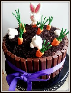 Cake Decorating 709387378780950993 - To the rescue of your extra chocolate Easter: cake Kit Kat easy! – Five Forks Source by fredericcouzereau Easter Bunny Cake, Easter Cookies, Easter Treats, Easter Cake Easy, Easter Food, Easter Eggs, Food Cakes, Cupcake Cakes, Cake Recipes