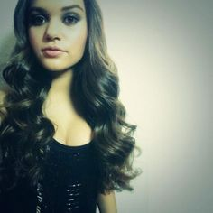 Madison Pettis shows off her smooth waves hairstyle!
