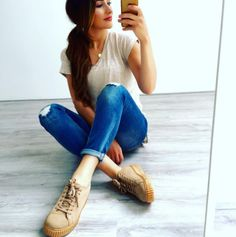Iman and her beige creeper sneakers - gorgeous outfit, gorgeous girl! XOXO