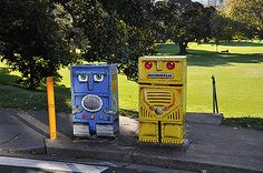 Traffic Signal Box Project: Robots by Adam Long, located on New South Head Rd/New Beach Rd in Rushcutters Bay.